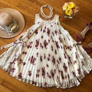🌺 Free People FEMININE Dress Fits Sz. Sm. or S/P!
